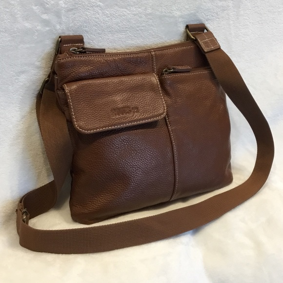 Roots 🇨🇦 genuine leather crossbody bag